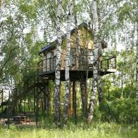 Дома на деревьях - Лапочкино гнездо, отель в городе Malaya Uvarovka