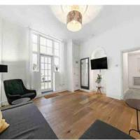 Spacious flat central location with outdoor patio