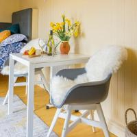 The Baytree Shepherds Hut, hotel in Stonehouse