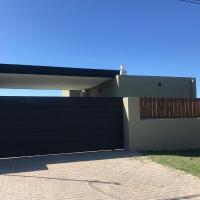 Casa con pileta, parrilla y gran galería en Roldán