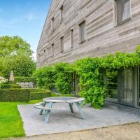 Serene Holiday Home in Gijverinkhove with Terrace, Garden