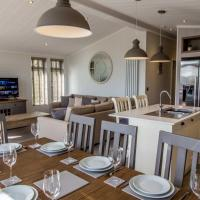 High Oaks Grange - Contemporary Lodges