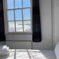 Beachfront top floor apartment with panoramic sea views