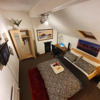 ** Deluxe Double room perfect for leisure & work**