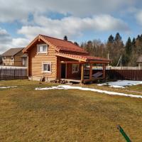 Гостевой дом для отпуска-баня из кедра и лиственницы, отель в городе Alëshino