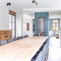 Frabella - Maison avec salles de jeux, idéale pour 23 personnes, hotel in Couvin