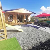 The Lodge Mountain View Log Cabin , Attymass Ballina, hotel in Boyhollagh