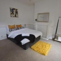 SPACIOUS TERRACED HOME CLOSE TO NUNEATON SLEEPS 7