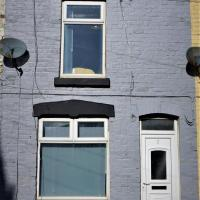 Air Host and Stay - Stockbridge House - Sleeps 7 minutes from Anfield stadium