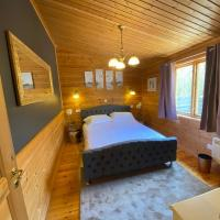 Owlet Lodge at Owlet Hideaway - with Hot Tub, Near York