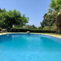 2 bed Cottage with Pool & Garden, hotel in Yeroskipou