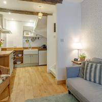 The Shoe Box cottage with allocated parking, hotel in Malmesbury