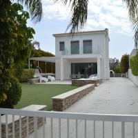The White Cave Villas - Bliss, hotel in Governor's Beach