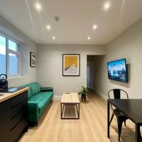 Modern Central Apartment + King Size Bed + Garden