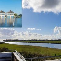 Huis bij de Sluis van Stavoren naar IJsselmeer