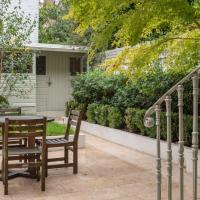 Elegant 3-bed flat with private garden in Notting Hill, West London