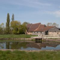 Landelijk vakantiehuis in Diksmuide met een tuin en vijver