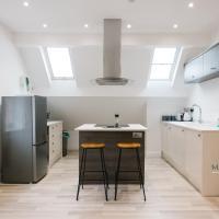 Newly Renovated Modern Rooftop Northampton Flat