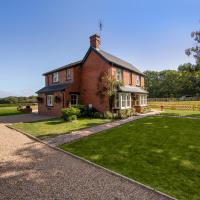 Luxury Four Bed Country House With Hot Tub by Next Chapter Serviced Accommodation Ashford, hotel in Ashford