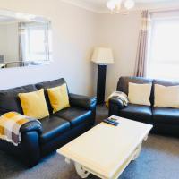 Beautiful 3 Bedroom Apt, mins from Glasgow Airport, M8 & SEC, hotel near Glasgow Airport - GLA, Paisley