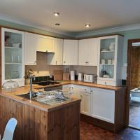 Country Style, 2 bedroom house, Parking and superb location