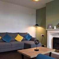 * Glossop Retreat * 3 Dbl Bed House*, hotel in Glossop
