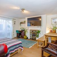 Stylish 2 bed flat in Central London w garden