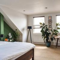 A Charming 2BD Retreat In East Dulwich