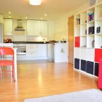 Spacious 2Bed Apartment in Great Location