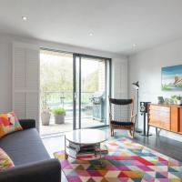 Stylish 2BD with Views of the River Lea
