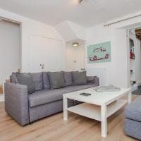 Spacious 2 Bedroom Flat for 6 - 10 mins from Central