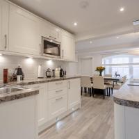 Stunning & Modern 3-Bed Home In Victoria