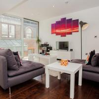 Beautiful Newly Renovated 2 Bed Apartment in Bank