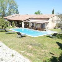 Family house with private pool in the countryside of Les Taillades, in the Luberon Park, hôtel à Les Taillades