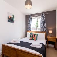 Lambley Hideaway - Spacious Apartment with Parking