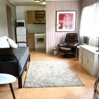 Villa Holmen 2 - Ground floor apartment, hotel in Balestrand