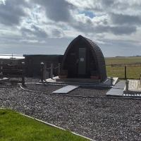 Hillside Camping Pods and Shepherd's Hut, hotel in Wick