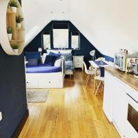 Tollgate Lodge - Private Studio Apartment, hotel in Bury Saint Edmunds