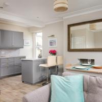 Gorgeous cottage by sandy beach Dog friendly, hotel in Port Erin