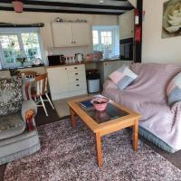 Trelawney Cottage, Sleeps up to 4, Wifi, Fully equipped