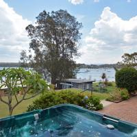 The House on the Lake @ Fishing Point, Lake Macquarie - honestly put the line in and catch fish, hotel em Fishing Point