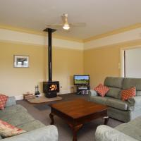 Grasmere Estate Homestead - hear the Lions roar from nearby Hunter Valley Zoo, hotel in Nulkaba
