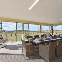 Noble Willow Homestead Lovedale. Super Spacious, with views and pool, hotel in Lovedale