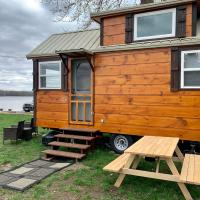 Shady Haven - Tiny Home 1, hotel sa Bellevue
