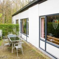 Serene Holiday Home in Ulestraten with Terrace, hotel near Maastricht-Aachen Airport - MST, Ulestraten
