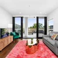 Boutique Unit with Huge Terrace near Cafes and Buses