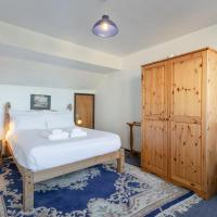 Beautiful 2 Bedroom Home In Putney Sleeps 7