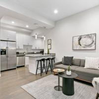 Bustling City Home 2BR near Shops & Tourist Spots, hotel in Wicker Park, Chicago