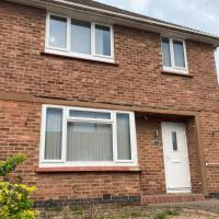 Lytham House -4 bedroom House with ample parking