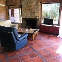 Casa con hermoso parque, hotel near Carrasco International Airport - MVD, Montevideo